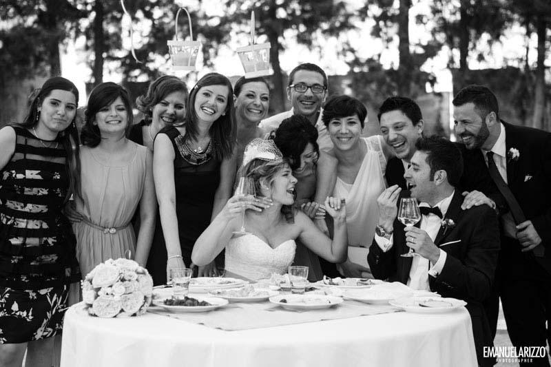 brindisi con amici Matrimonio Castello Monaci Salento