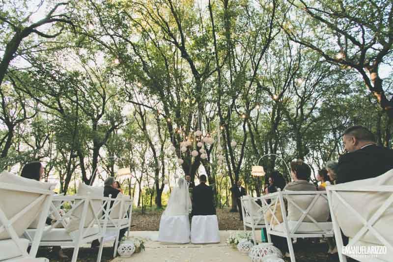 gli sposi durante il rito civile a tenuta tresca