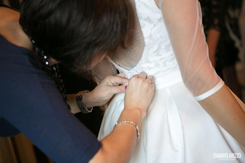 Sposa indossa abito matrimonio tenuta lucagiovanni