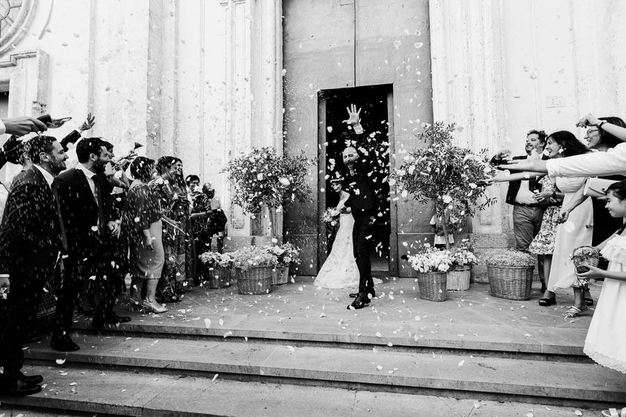 uscita sposi con lancio di petali matrimonio lecce